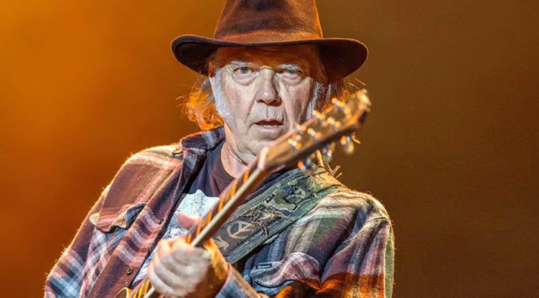 Neil Young (Нил Янг): Биография артиста